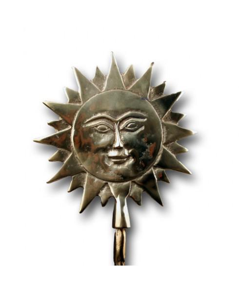 Zon van gepolierd brons