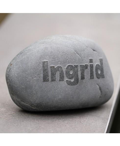 Naam embossing grijze steen